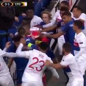 Bagarre Everton-Lyon : le fan portant le bébé banni du stade