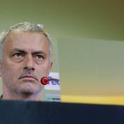 Chaotique, la pelouse de Rostov inquiète Mourinho et Manchester United