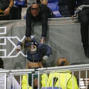 Lyon-Besiktas : pelouse envahie, pétards, bagarres… la fête gâchée au Parc OL