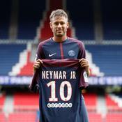 Il y a tout juste un an, Neymar signait au PSG pour 222 M€