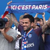 PSG : Accueil de star pour Dani Alves, déjà comme un poisson dans l'eau