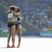 L'esprit olympique entre deux coureuses du 5 000 mètres