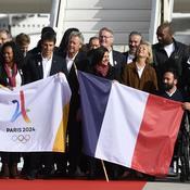 JO 2024: Arrivée en grande pompe de la délégation française à Roissy