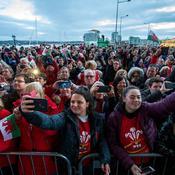 Marée humaine à Cardiff pour fêter les héros du Grand Chelem (en vidéo)