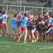 Un match de rugby féminin tourne à la bagarre générale