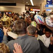 Haka à l'aéroport, foule en délire : le retour triomphal des All Blacks