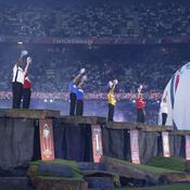 Plusieurs anciennes gloires du rugby ont représenté leur pays pendant la cérémonie. Pour la France, c'est Raphaël Ibanez qui s'y est collé.