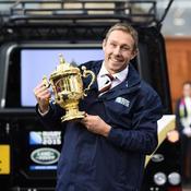 Sir Jonny Wilkinson et un trophée que l'Angleterre a brandi, en grande partie grâce à lui, en 2003.