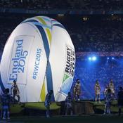 Une cérémonie d'ouverture de Coupe du monde n'en serait pas une sans un ballon géant.
