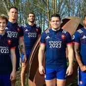 Les Bleus avec le nouveau maillot du XV de France qui fait la promotion de la candidature France 2023.