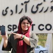 3.500 femmes en tribunes pour un match de football, une première en Iran
