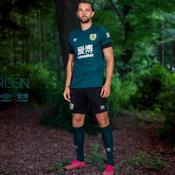 Burnley dévoile un troisième maillot «vert» et promet de planter un arbre à chaque vente