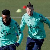 Gareth Bale s'amuse à mimer du golf à l'entraînement du Real Madrid