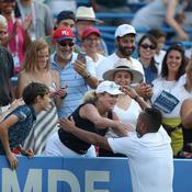 Tennis : sur une balle de match, Kyrgios demande à une spectatrice où il doit servir