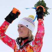 Maria Höfl-Riesch range ses skis