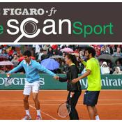 Novak Djokovic trinque avec un ramasseur de balles