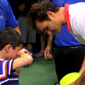 Le geste de classe de Federer envers un jeune garçon