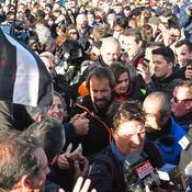 Thomas Coville accueilli en héros par une foule nombreuse