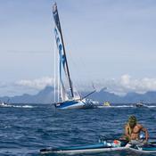 Le génial accueil du navigateur Paul Meilhat à Tahiti