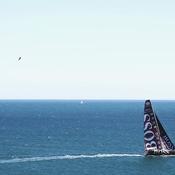 Trainé dans le ciel en kitesurf par un bateau du Vendée Globe