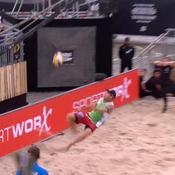 Un volleyeur envoie un retourné à la CR7... et marque le point