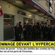 François Hollande dévoile une plaque commémorative devant l'Hyper Cacher