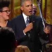 Barack Obama chante quelques notes en hommage à Ray Charles