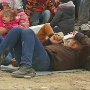 Des milliers de migrants bloqués à la frontière macédonienne
