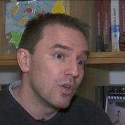 Paraplégique, un professeur se bat pour continuer à enseigner