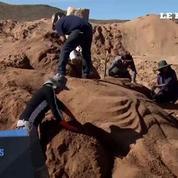 En Bolivie, les fidèles sculptent la passion du Christ dans le sable