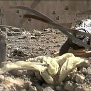Syrie : un vieil homme refuse de quitter son village dévasté par les bombes