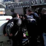 Paris : un homme détruit sa voiture en plein milieu du boulevard Barbès
