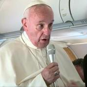Le pape est rentré de sa visite à Lesbos avec 12 réfugiés syriens
