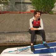 Du paddle sur la Seine, une activité qui séduit de plus en plus les Parisiens