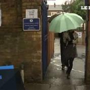 Brexit : les premiers votants sortent des bureaux de vote