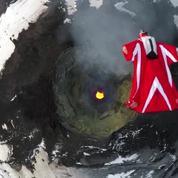 Survoler un volcan en wingsuit, c'est possible (et dangereux)