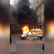 Une voiture de la RATP incendiée place de la République