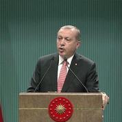 Turquie : Erdogan annonce l'état d'urgence, ses partisans approuvent