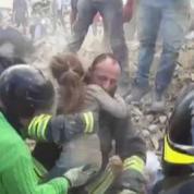 Italie : une petite fille retrouvée vivante 17 heures après le séisme
