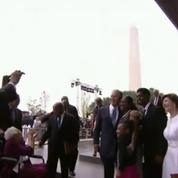Quand George W Bush demande à Barack Obama... comment faire un selfie