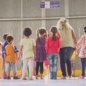 Grèce : l'intégration d'enfants réfugiés à l'école fait polémique