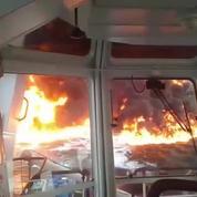 L'incendie spectaculaire d'un pétrolier dans le golfe du Mexique