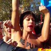 Les Femen se font interpeller par la police à La Manif pour tous