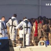 Les autorités italiennes recueillent 700 migrants au large de la Libye