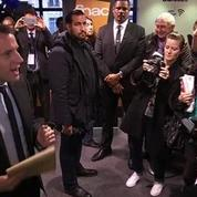 La CGT fait irruption à la première séance de dédicaces de Macron