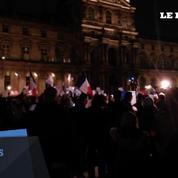 Nouveau rassemblement des policiers dans la cour du Louvre à Paris