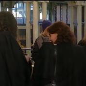 Procès de la chemise arrachée: trois ex-salariés d'Air France condamnés