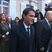 Après le retrait de François Hollande, les regards braqués sur Valls