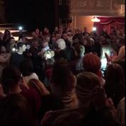 Hillary Clinton ovationnée dans un théâtre à New York