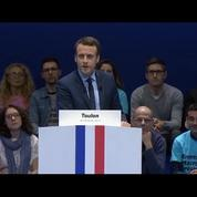 A Toulon, Macron accuse le FN d'avoir perturbé son meeting